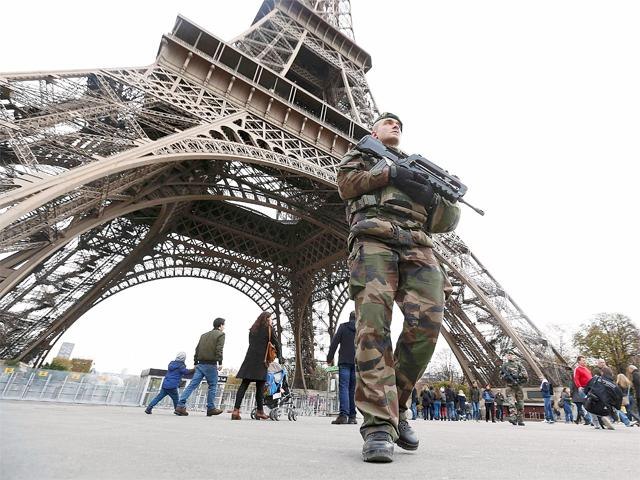 french-military-patrol-near-eiffel-tower